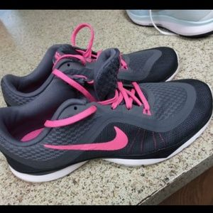 Brand new nike shoes size 8